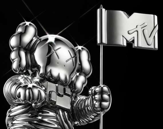 kaws-mtv-vma-moonman-07-570x451