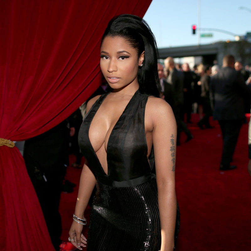 Nicki minaj 2015 grammy red carpet epic cleavage 2